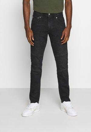 CKJ 058 SLIM TAPER - Zúžené džíny - denim black