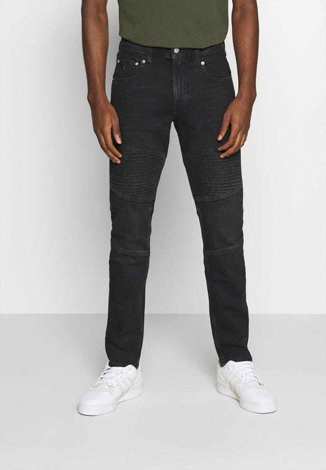CKJ 058 SLIM TAPER - Jeans Tapered Fit - denim black