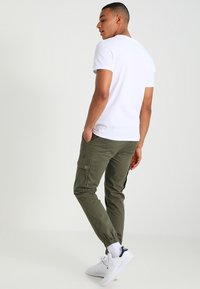 YOURTURN - Cargo trousers - olive - 2
