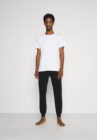 Calvin Klein Underwear - CLASSICS CREW NECK 3 PACK - Undershirt - white - 0