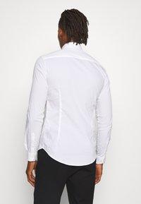 Emporio Armani - EXCLUSIVE CONTRAST LOGO - Overhemd - whiite - 2