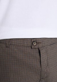 Redefined Rebel - ERCAN  - Chinos - brown - 5