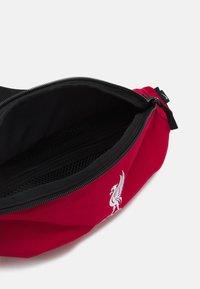 Nike Performance - LIVERPOOL FC HIP PACK - Klubbklær - gym red/black/white - 3