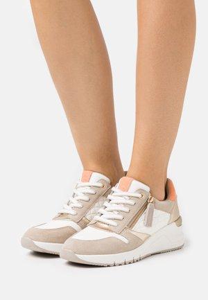 Sneakers laag - dune/light gold