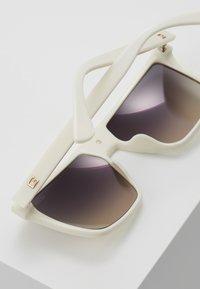 Guess - Sluneční brýle - white - 5