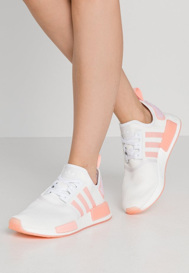 NMD_R1  - Matalavartiset tennarit - footwear white/haze coral