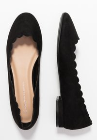 Dorothy Perkins - PALET SCALLOP ROUND TOE - Ballet pumps - black - 3