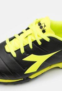 Diadora - PICHICHI 3 TF JR UNISEX - Astro turf trainers - black/fluo yellow - 5