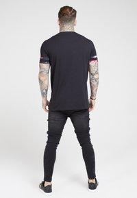 SIKSILK - TOURNAMENT TEE - T-shirts print - black/oil paint - 2