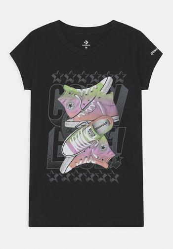 GLOSSY GIRL STACK - Camiseta estampada - black