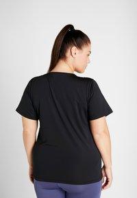 Nike Performance - PLUS - T-shirts - black/white - 2