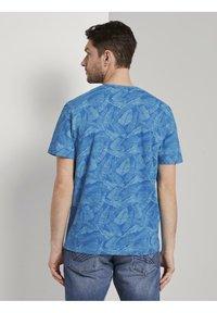 TOM TAILOR - Print T-shirt - midblue leaf design - 2