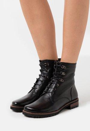 TIFANNY - Šněrovací kotníkové boty - black