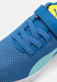 Puma - FLYER RUNNER UNISEX - Neutral running shoes - star sapphire/blue - 5