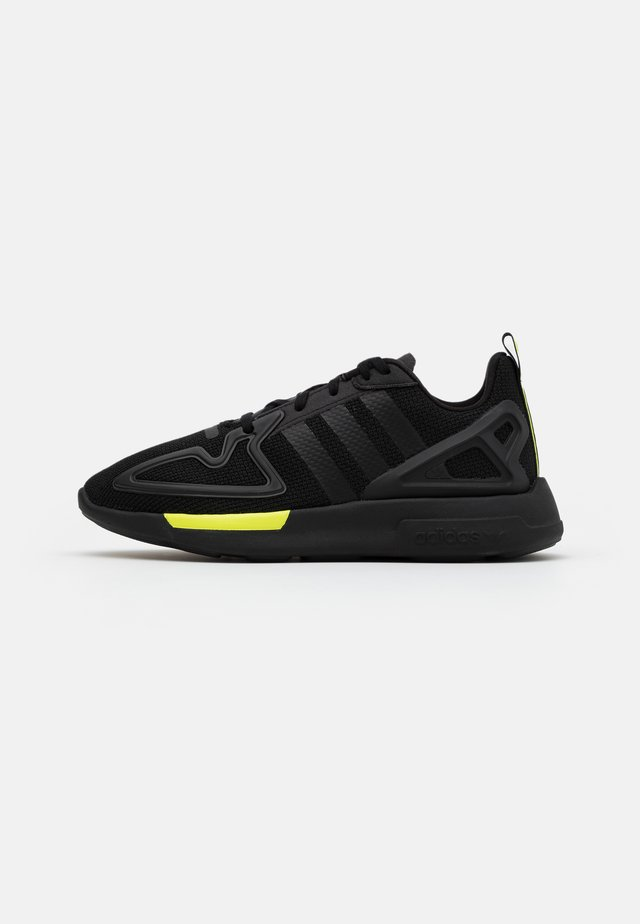 ZX 2K FLUX SPORTS INSPIRED SHOES UNISEX - Sneakers - core black/solar yellow