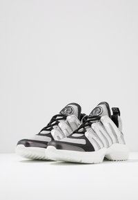 DKNY - LYNZIE  - Baskets basses - silver/black - 4