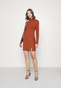 Glamorous - LONG SLEEVE DRESS - Shift dress - rust - 1