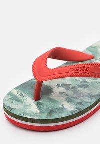 Levi's® - SOUTH BEACH UNISEX - Teenslippers - khaki/red - 5
