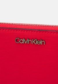Calvin Klein - WALLET WAVE SAFFIA - Wallet - red - 2