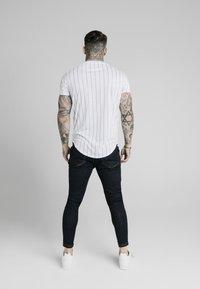 SIKSILK - PINSTRIPE TEE - T-shirt med print - white - 2