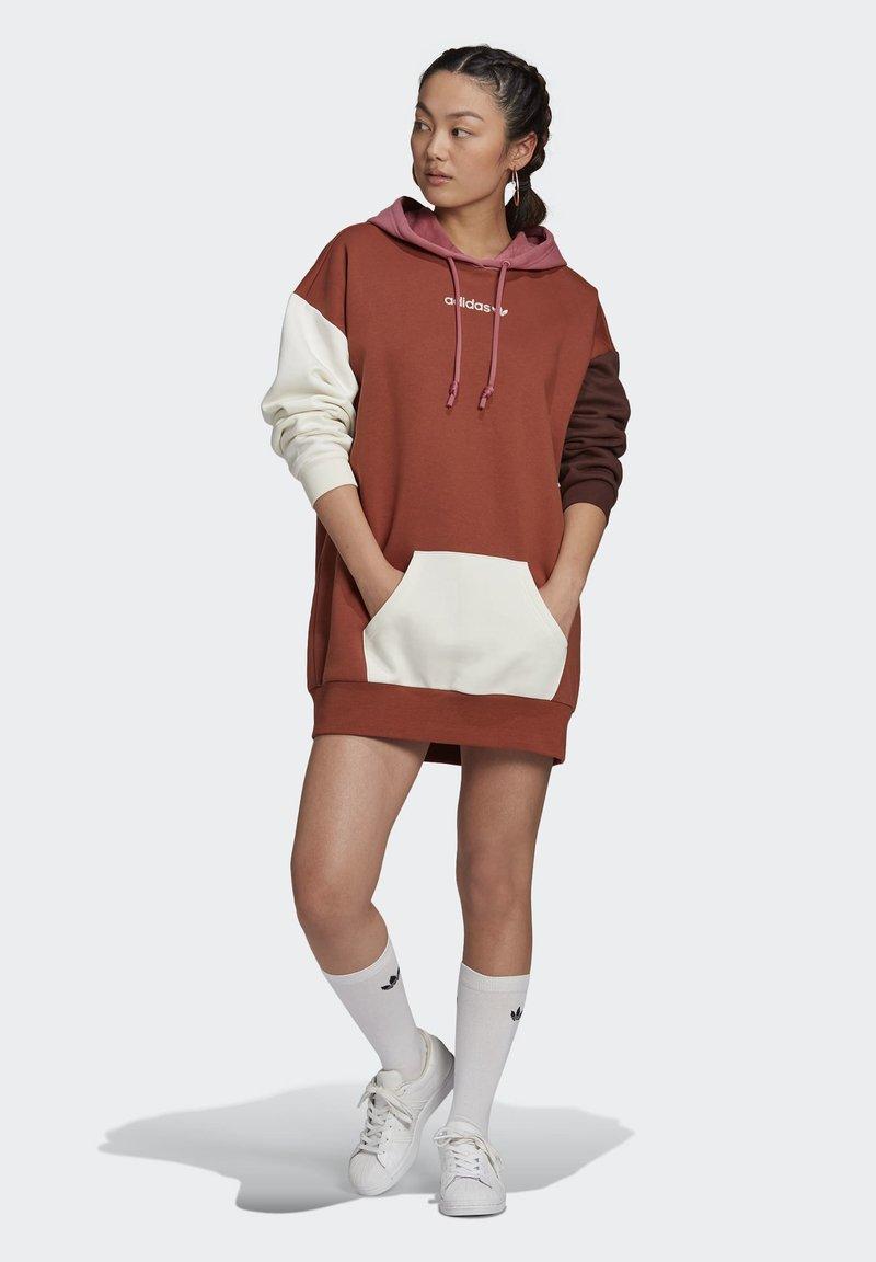 adidas Originals - HOODED DRESS CB - Hoodie - multicolor
