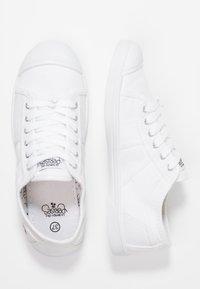 Le Temps Des Cerises - BASIC - Sneakersy niskie - white - 3
