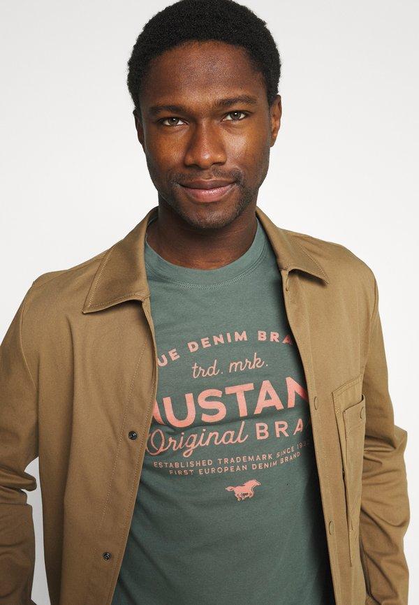 Mustang ALEX - T-shirt z nadrukiem - mallard green/zielony Odzież Męska CIBV