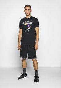 Nike Performance - DRY TEE LOGO - Triko spotiskem - black/court purple - 1
