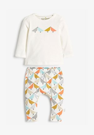 SCION EXCLUSIVELY TO NEXT WHITE TWO PIECE T-SHIRT AND LEGGING SET - Leggings - Trousers - white