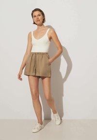 OYSHO - Shorts - brown - 1
