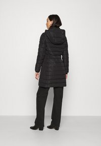 Tommy Jeans - QUILTED COAT - Dunkåpe / -frakk - black - 2