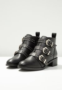 ONLY SHOES - Boots à talons - black - 4