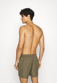 Nike Performance - VOLLEY  - Shorts da mare - medium olive - 1