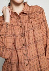 Blendshe - LINKA - Skjorte - mocha mousse - 4