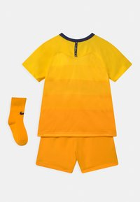 Nike Performance - TOTTENHAM HOTSPURS SET UNISEX - Sports shorts - tour yellow/binary blue - 1