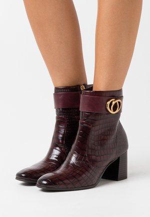 BOOTS - Kotníkové boty - merlot