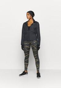 Nike Performance - FAST  - Punčochy - black/metallic gold - 1