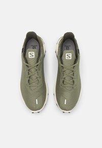 Salomon - ALPHACROSS 3 GTX - Trail running shoes - deep lichen green/vanilla/quiet shade - 3