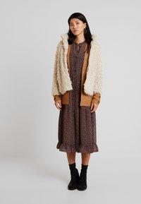 Vero Moda - VMJAYLAMEG JACKET - Winter jacket - oatmeal - 1