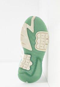 adidas Originals - NITE JOGGER  - Zapatillas - footwear white/alumin - 6