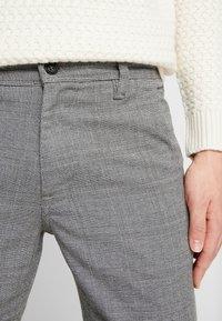 Selected Homme - SLHSLIM STORM FLEX SMART PANTS - Pantalones - grey - 3