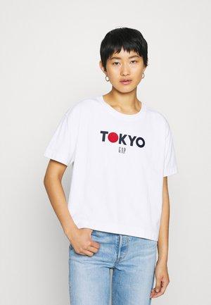 TOKYO BOXY - Print T-shirt - milk