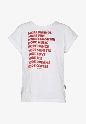 TVISBY MORE - Print T-shirt - white