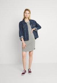 Noisy May - NMSIMMA DRESS - Pouzdrové šaty - light grey melange/solid - 1