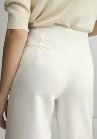 Massimo Dutti - Chinosy - white - 4