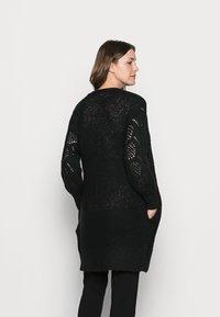 Pieces Maternity - PCMPENELOPE LONG CARDIGAN  - Cardigan - black - 2