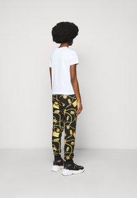 Versace Jeans Couture - LADY  - Triko spotiskem - optical white - 2