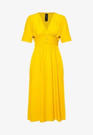 NILANA DRESS PETITE - Vestido informal - golden rod