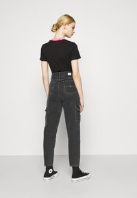 Tommy Jeans - MOM - Jeans relaxed fit - denim black - 2