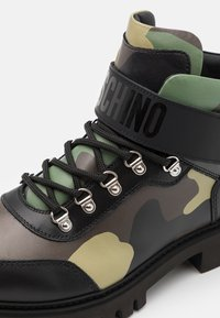 MOSCHINO - SHORT BOOTS - Lace-up ankle boots - dark green - 5
